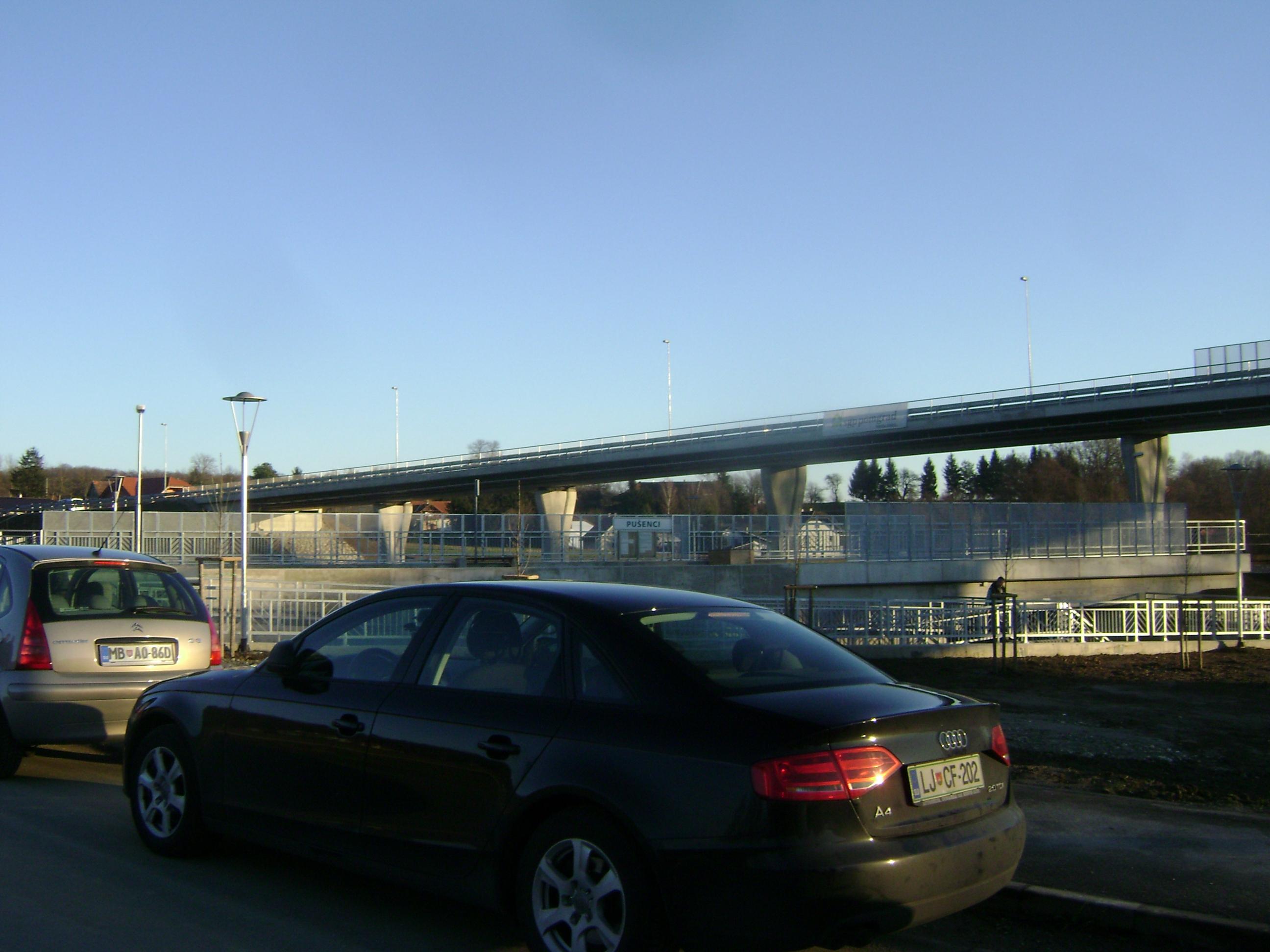 Z otvoritve nadvoza čez železniško progo v Pušencih