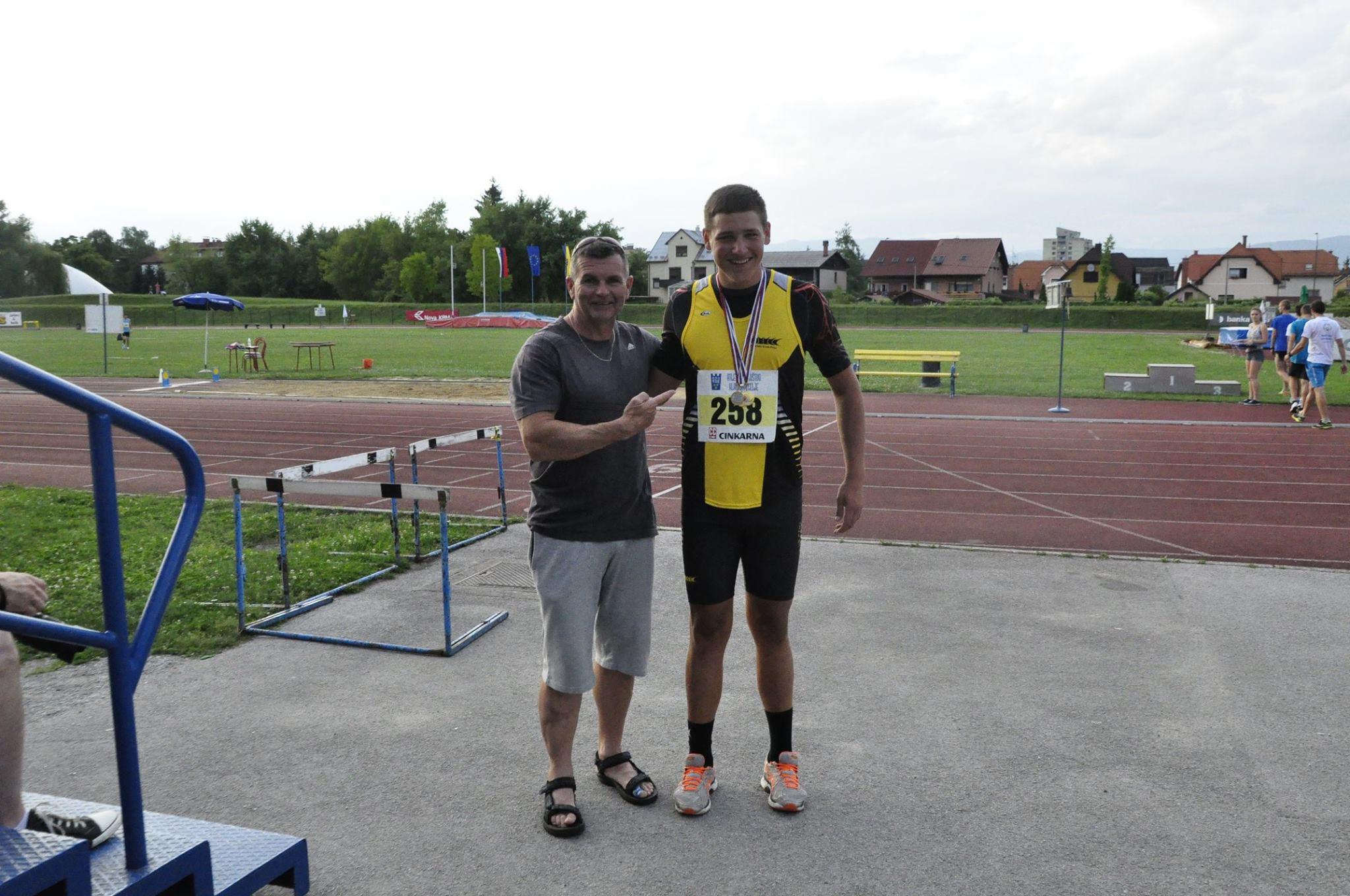 ATLETIKA: Jurček Korpič Lesjak prvak med pionirji do 16 let v metu KROGLE, DISKA, KLADIVA!!!