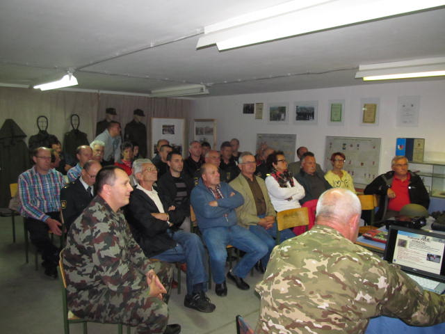 Vojaško strokovno predavanje v veteranskem klubu