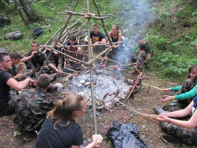 KAKO preživeti daleč od civilizacije? ( Z mladinskega vojaškega tabora: )