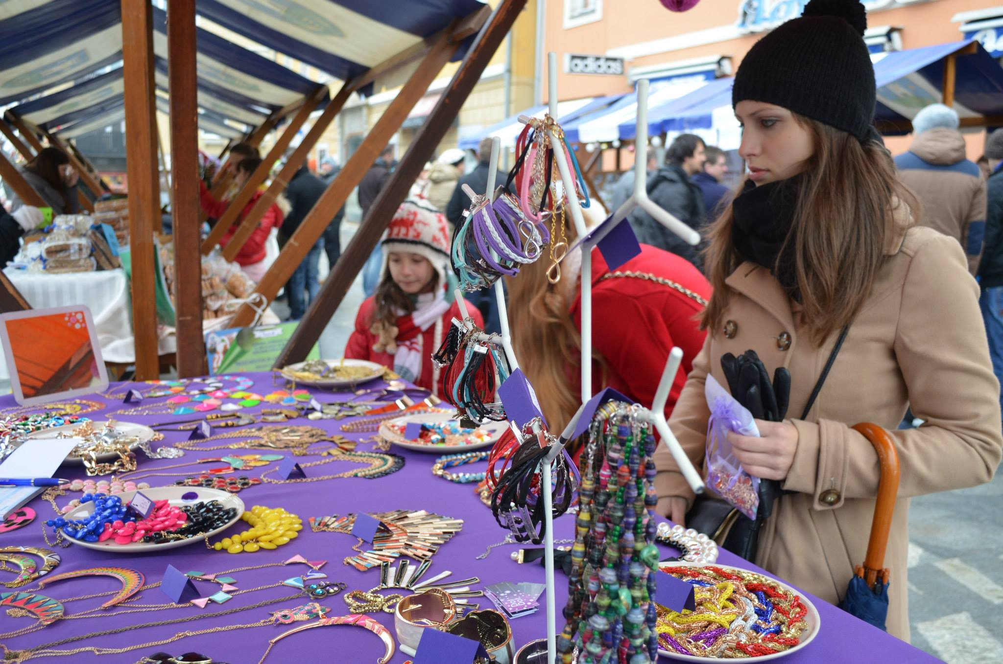 V soboto na Kerenčičevem trgu KOŠ-eva božična tržnica