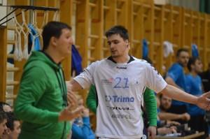 V 35. minuti je Trimo ostal brez Gregorja Potočnika (3 x 2 minuti), kar se je precej poznalo v igri gostov.