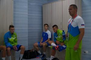 Pred trenerjem Sašom Prapotnikom in njegovo ekipo je zdaj petkova tekma proti Nemčiji. Začetek tekme, možen ogled na pletu na kanalu Youtube, je ob 16.00 uri po slovenskem času.