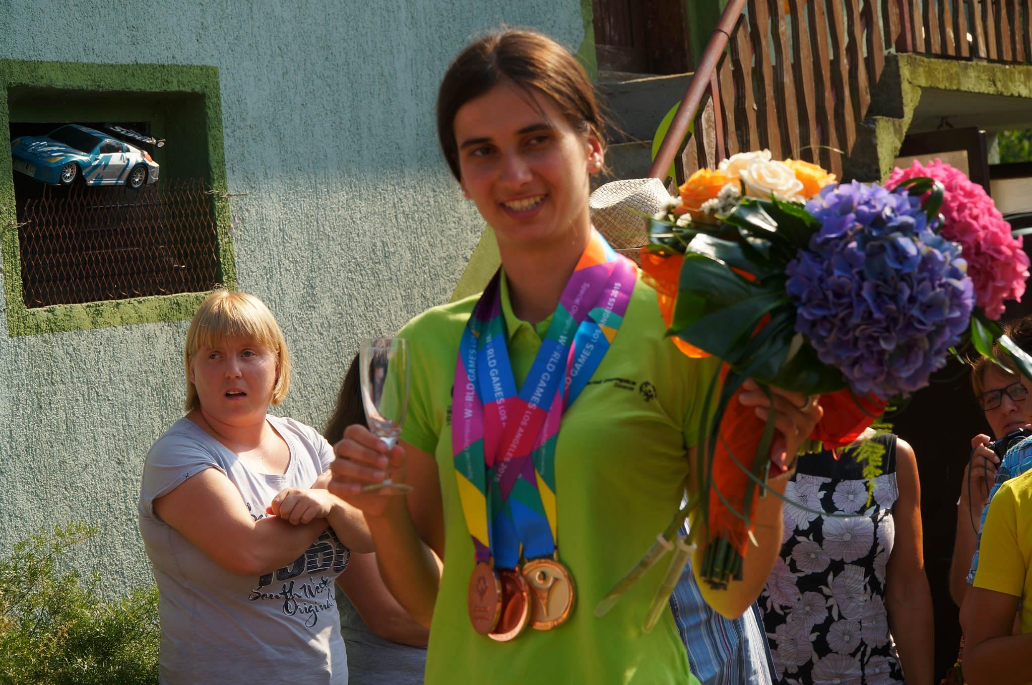 VANJA ti si naša ZMAGOVALKA ( Z včerajšnjega sprejema za specialno olimpijko Vanjo na Hajndlu)