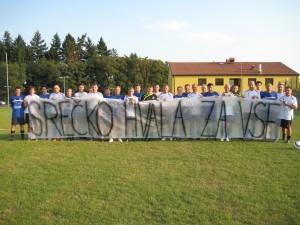 Veterani so v spomin na Srečka odigrali tekmo.