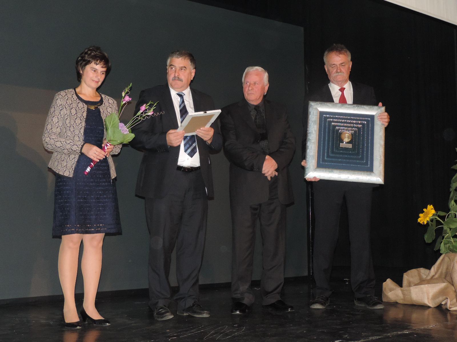 Zaposlenim v vzgoji in izobraževanju podeljena priznanja in nagrade Karla Ozvalda