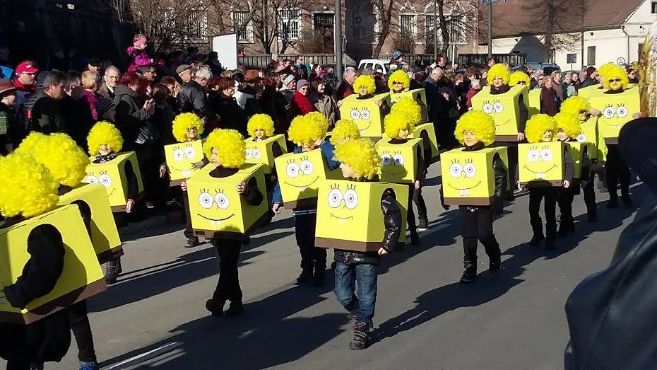 Čebelice, spuži kvadratniki, Ormoški zmaji in Tovarna sladkorja Šalovci, med drugimi pustnimi liki navdušili komisijo na pustnem karnevalu v SREDIŠČU OB DRAVI