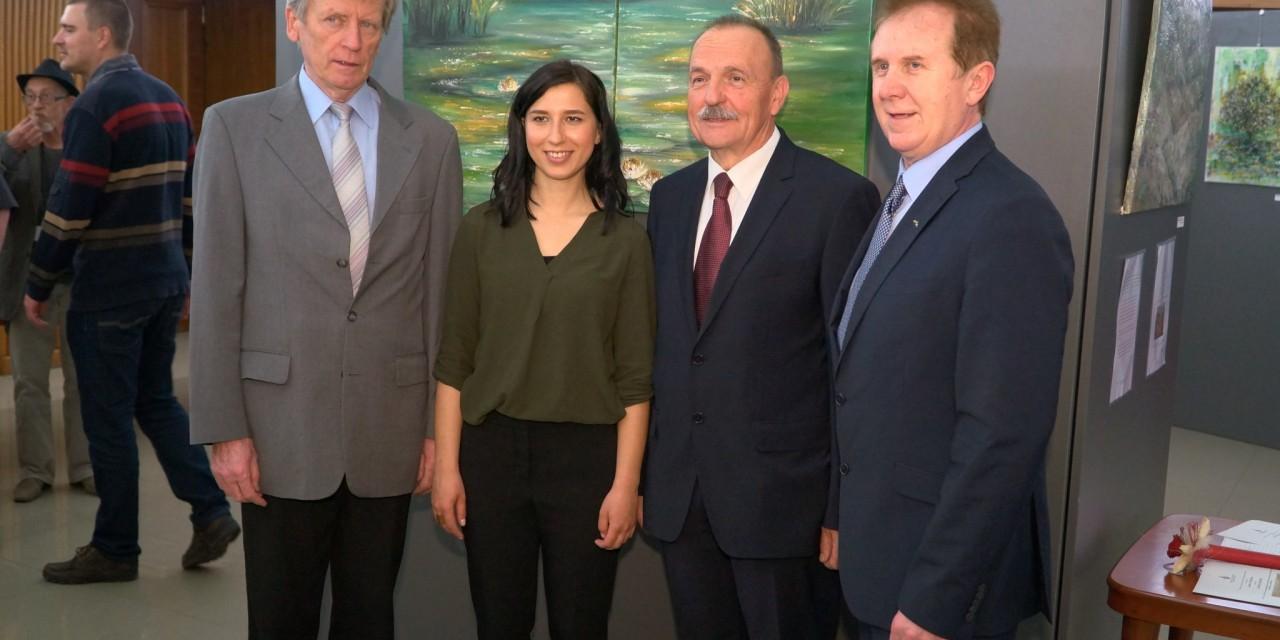 NOCOJ v oddaji AKTUALNO: Z otvoritve likovne razstave Tadeje Ozmec v stavbi slovenskega parlameta