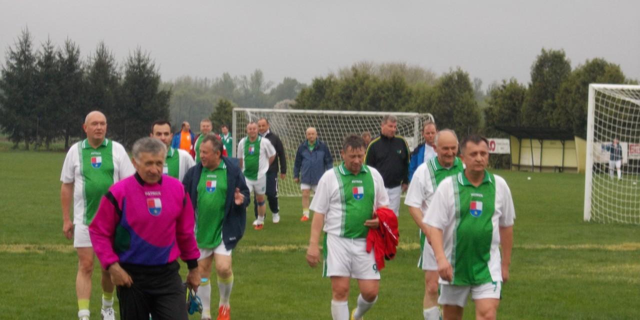 Tudi župani brcajo žogo ( s prijateljske nogometne tekme med župani Slovenije in Hrvaške):