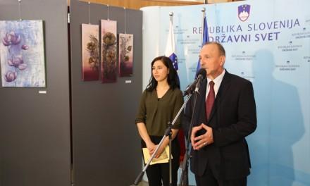 Ormožanka TADEJA OZMEC razstavlja v stavbi slovenskega parlamenta