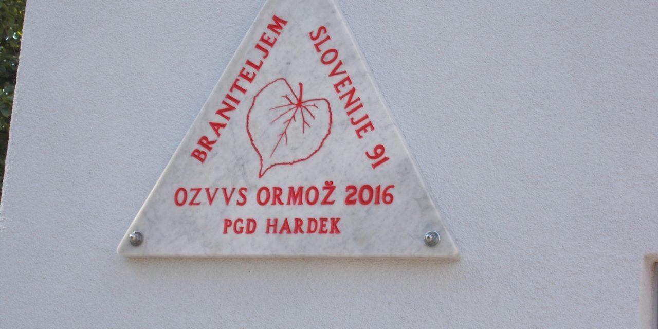 Gasilski dom PGD Hardek od včeraj krasi spominska plošča