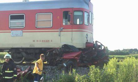Na Grabah grozljiva prometna nesreča: Umrli dve osebi