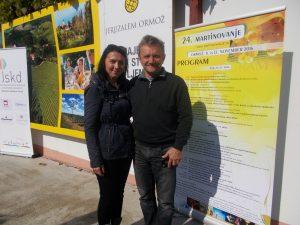 """Med udeleženci kolonije """"Malek 2016"""" je bil tudi akademski slikar Ivan Tuđa, župan občine Oroslavje (Hrvaška). Na sliki z Barbaro Podgorelec - vodjo OI JSKD ORMOŽ"""