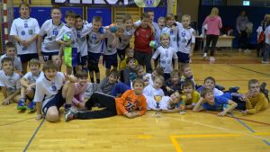 Skupaj z igralci, trenerji, starši in ostalimi sorodniki se je iz Ormoža v Ribnico z dvema avtobusoma podalo kar 83 udeležencev.