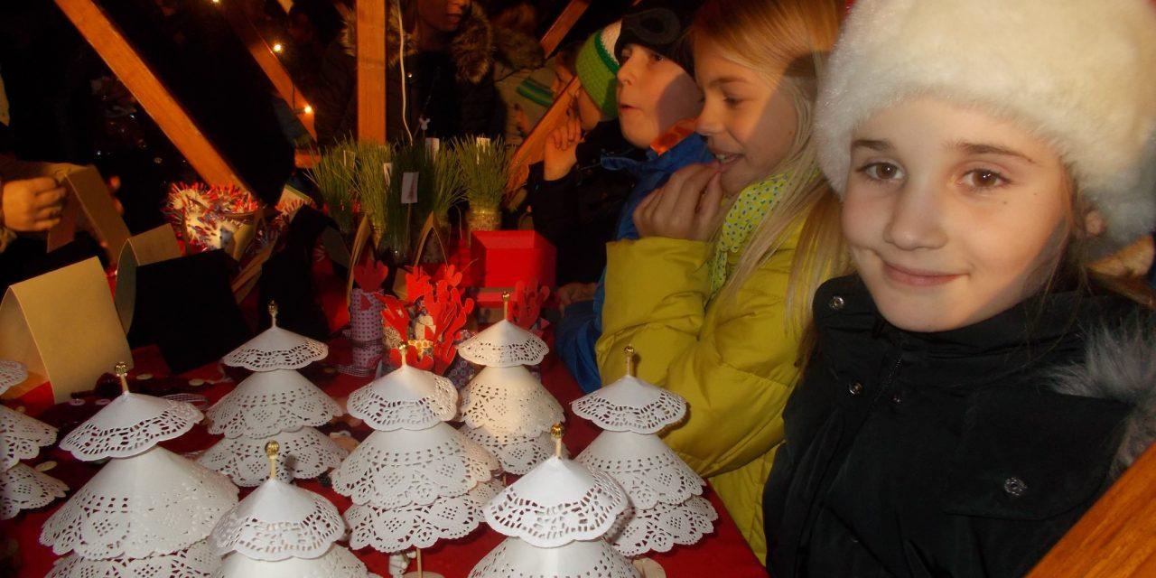 Predpraznični bazar na šolskem dvorišču v Ivanjkovcih