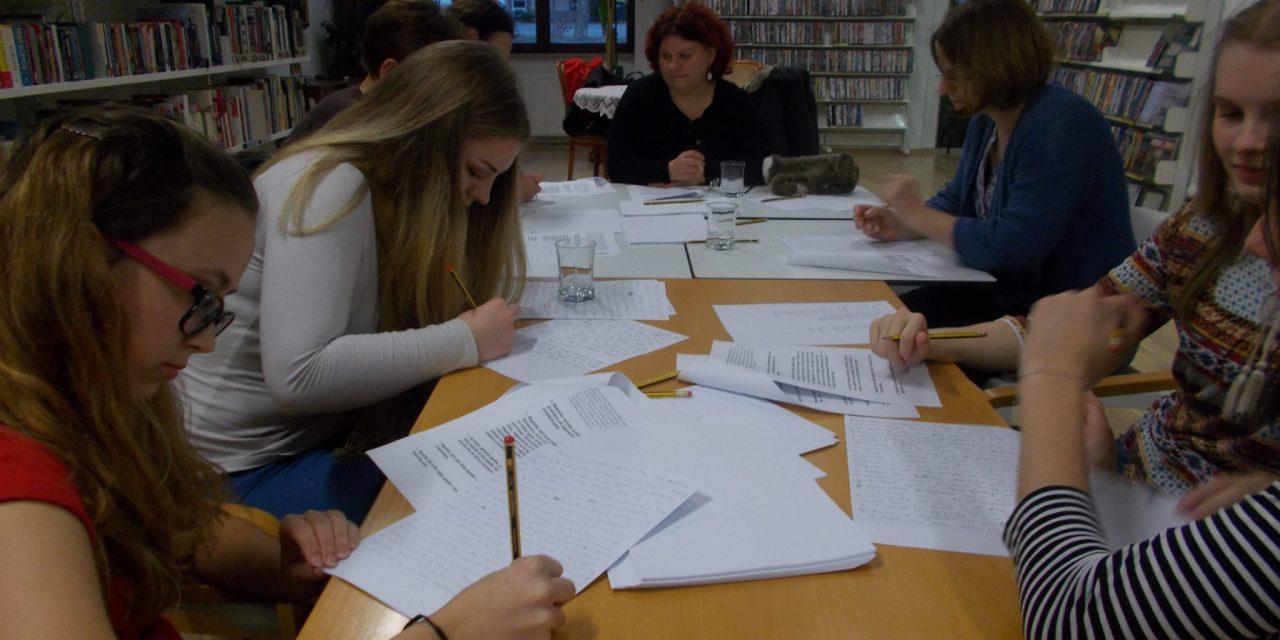 V ormoški knjižnici je bila delavnica ustvarjalnega pisanja s profesorico Natašo Jenuš