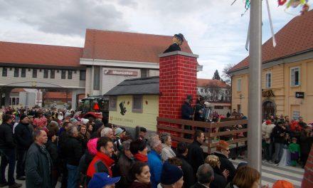 """""""Šalovski dimnikarji"""" in """"Ledena trgatev""""prepričali sedem člansko komisijo na ormoškem pustnem karnevalu 2017"""
