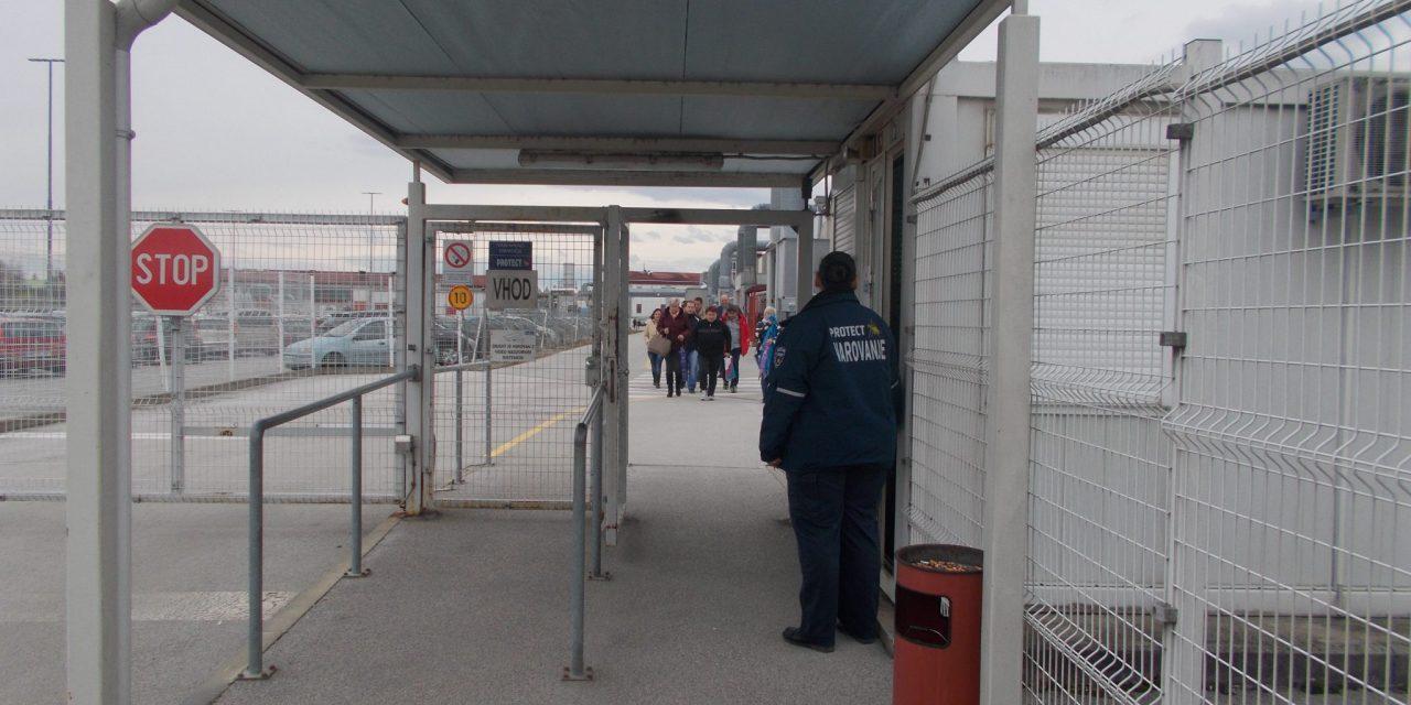 Sindikalisti SKEI Podravje danes med odpuščenimi delavci v SAFILU