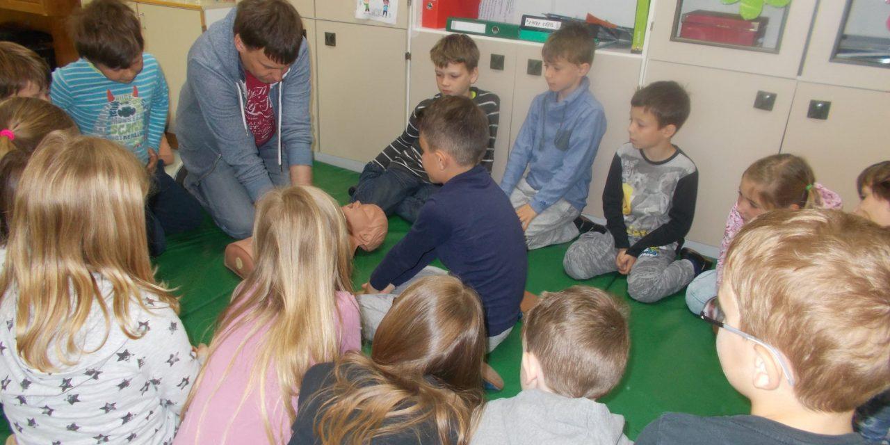 V osnovni šoli Ivanjkovci so današnji dan posvetili rokovanju z defibrilatorjem
