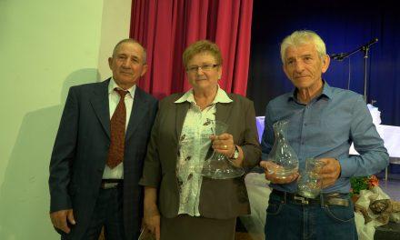 Z 41.praznika vina v Podgorcih: Velika amfora Anici in Janku Mariniču, mala amfora PRA-VINU Čurin-Prapotnik