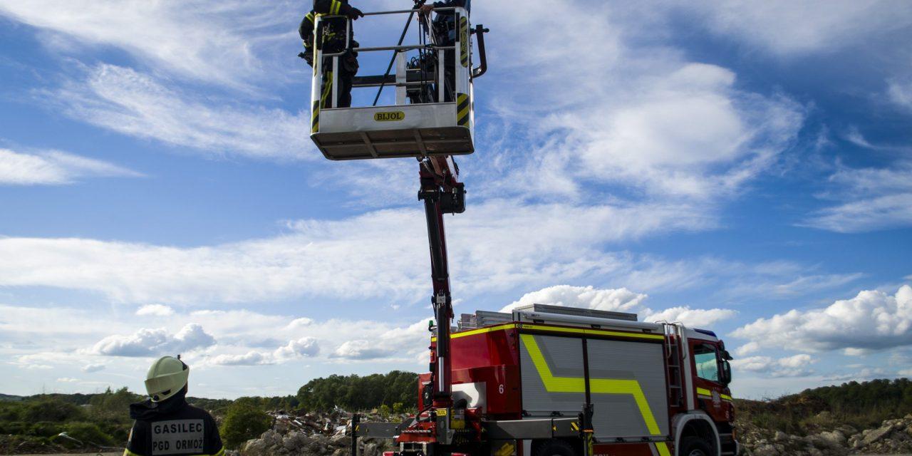 Ormoški gasilci imajo novo tehnično vozilo z dvigalom in košaro