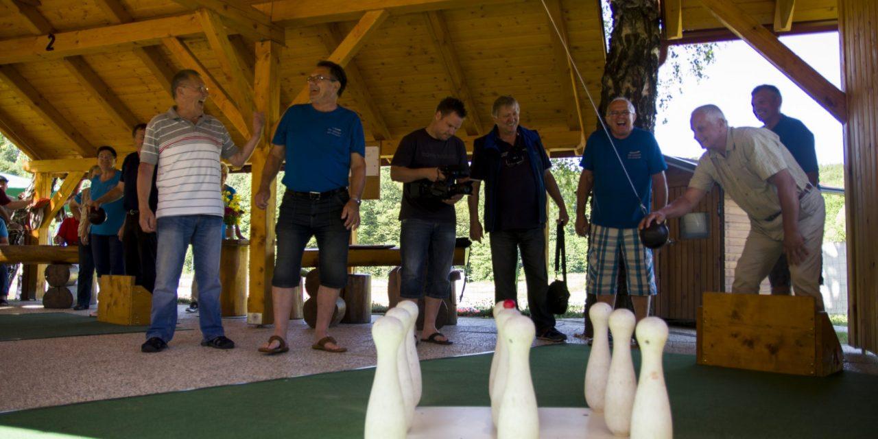 Miklavž pri Ormožu: Upokojenci podirali keglje za pokal PZDU Spodnje Podravje