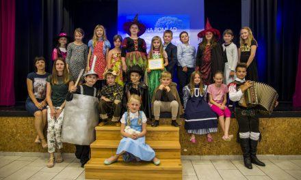 """""""Čarovnik iz Oza"""" za prejemnike Meškove bralne značke na OŠ Velika Nedelja"""