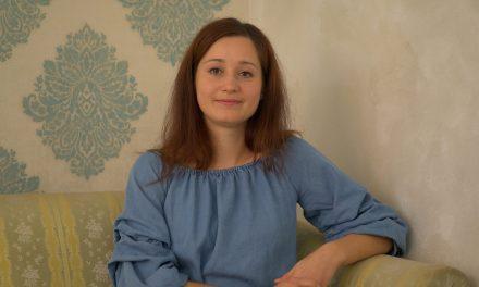 """Nocoj v pogovorni oddaji """"Med nami povedano"""": Mojca Kovačič – vodja Ormoških mažoretk"""