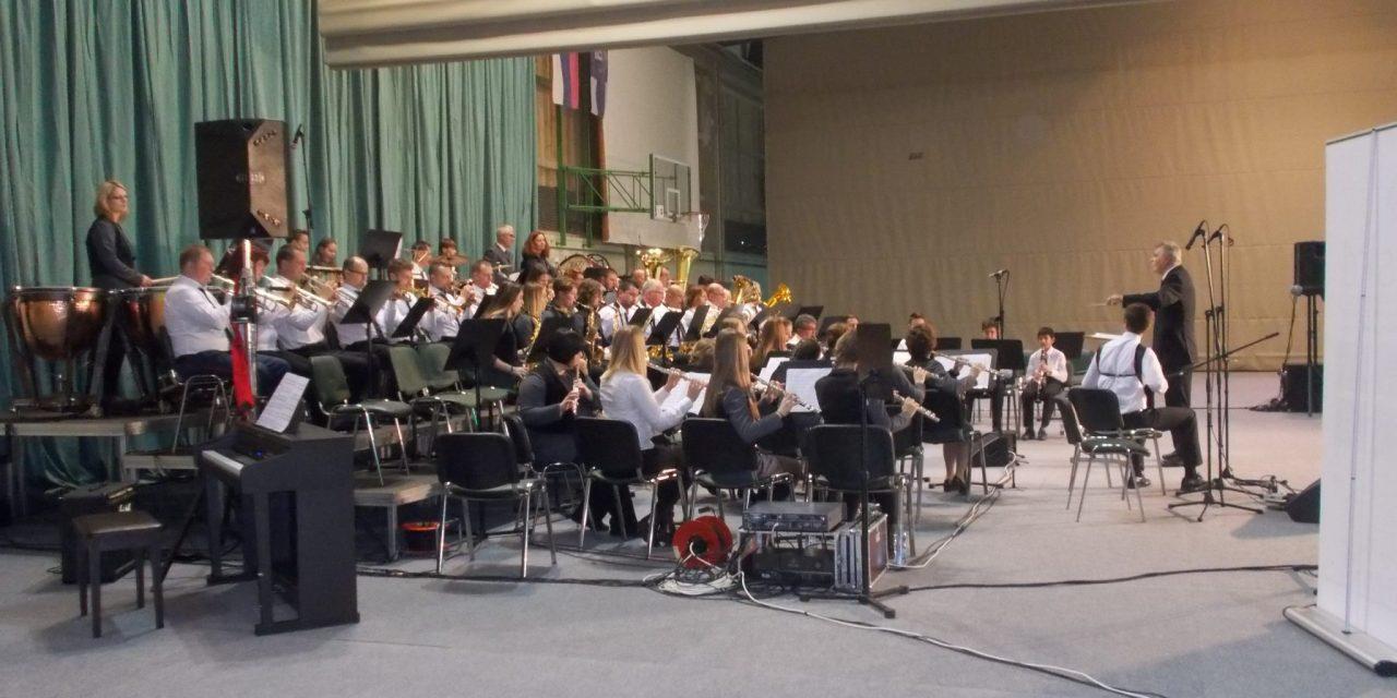 Pokale Vinka Štrucla so si na današnjem tekmovanju godb Slovenije priigrale Mengeška godba, Pihalni orkester Šentilj-PALOMA in Mestni pihalni orkester Škofja Loka