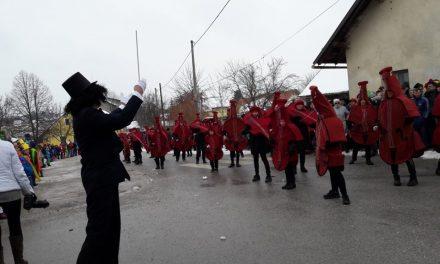 """PUST 2018:  """"Simfonija godal"""" navdušila tako na karnevalu v Svetem Tomažu kot v Središču ob Dravi"""
