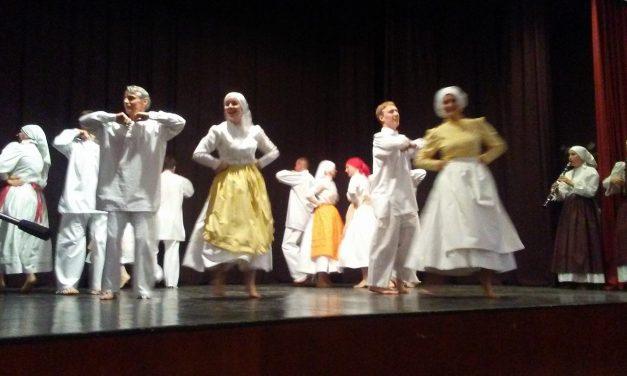 DIRADI ČINDARA 2018: Zaplesale so štiri folklorne skupine
