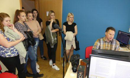 Ormoške gimnazijke v okviru TVU obiskale naš studio