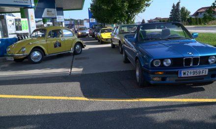 22 starodobnih vozil iz Avstrije pri Ernestu Holzerbauerju na Trsteniku 21 (ustavili so se tudi na BS OMW v Ormožu)