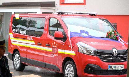 Gasilci PGD Velika Nedelja ponosni na novi avto GVM 1, ki bo služil za prevoz moštev