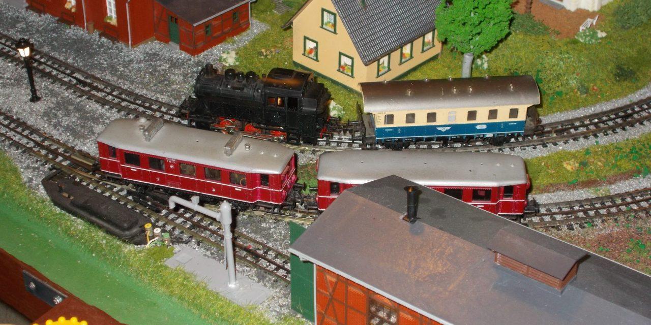 """Na 6.mednarodni razstavi železničarskih modelov v Monoštru (Madžarska) tudi Društvo za ohranjanje dediščine """"Prleški železničar"""" iz Osluševcev"""