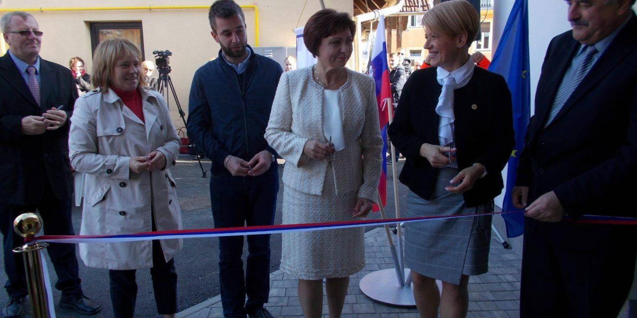 Zdravstveni dom Ormož ima blizu 1000 kvadratnih metrov novih prostorov ( z današnje slovesnosti ob otvoritvi )