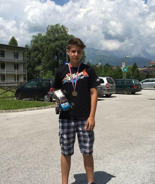Bjan Mikložič iz OŠ Miklavž pri Ormožu med prvaki državnega tekmovanja mladih modelarjev