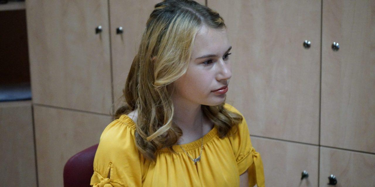 Devetošolka Anja Lazar predstavila svojo prvo pesniško zbirko