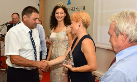 Na sejmu AGRA prvič podelili nagrado STANKA ČURINA za najbolje ocenjeno vino