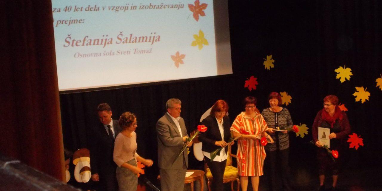 Zaposlenim v vzgoji in izobraževanju podelili 25 priznanj in nagrado dr. Karla Ozvalda