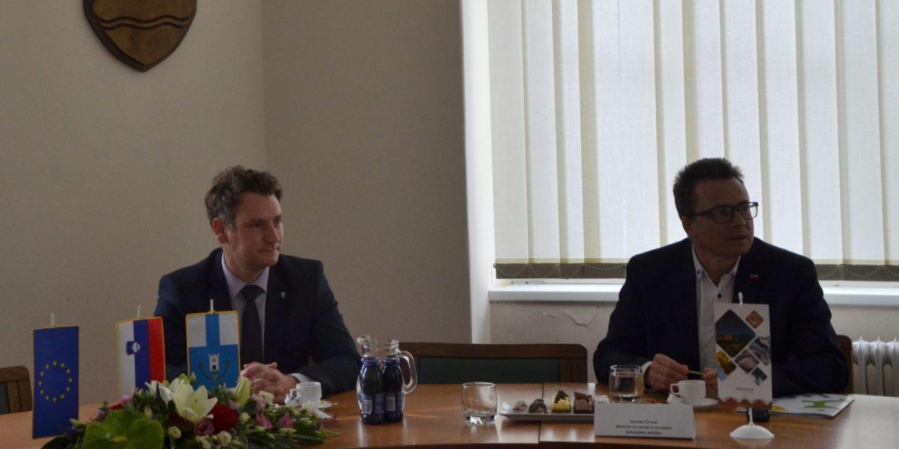 Minister Zvonko Černač in župan Danijel Vrbnjak danes v Ormožu spregovorila o kohezijskih sredstvih, ki si jih Ormož obeta za tri ključne občinske projekte
