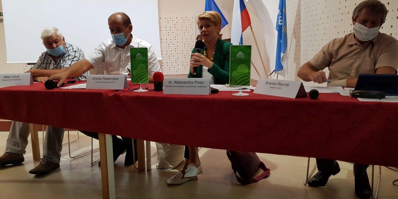 Na okrogli mizi »Škoda v kmetijstvu v letu 2020 in možnosti odprave posledic« v Ormožu tudi ministrica dr. Aleksandra Pivec